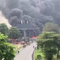 Mega explosión sorprende a automovilistas en Nigeria