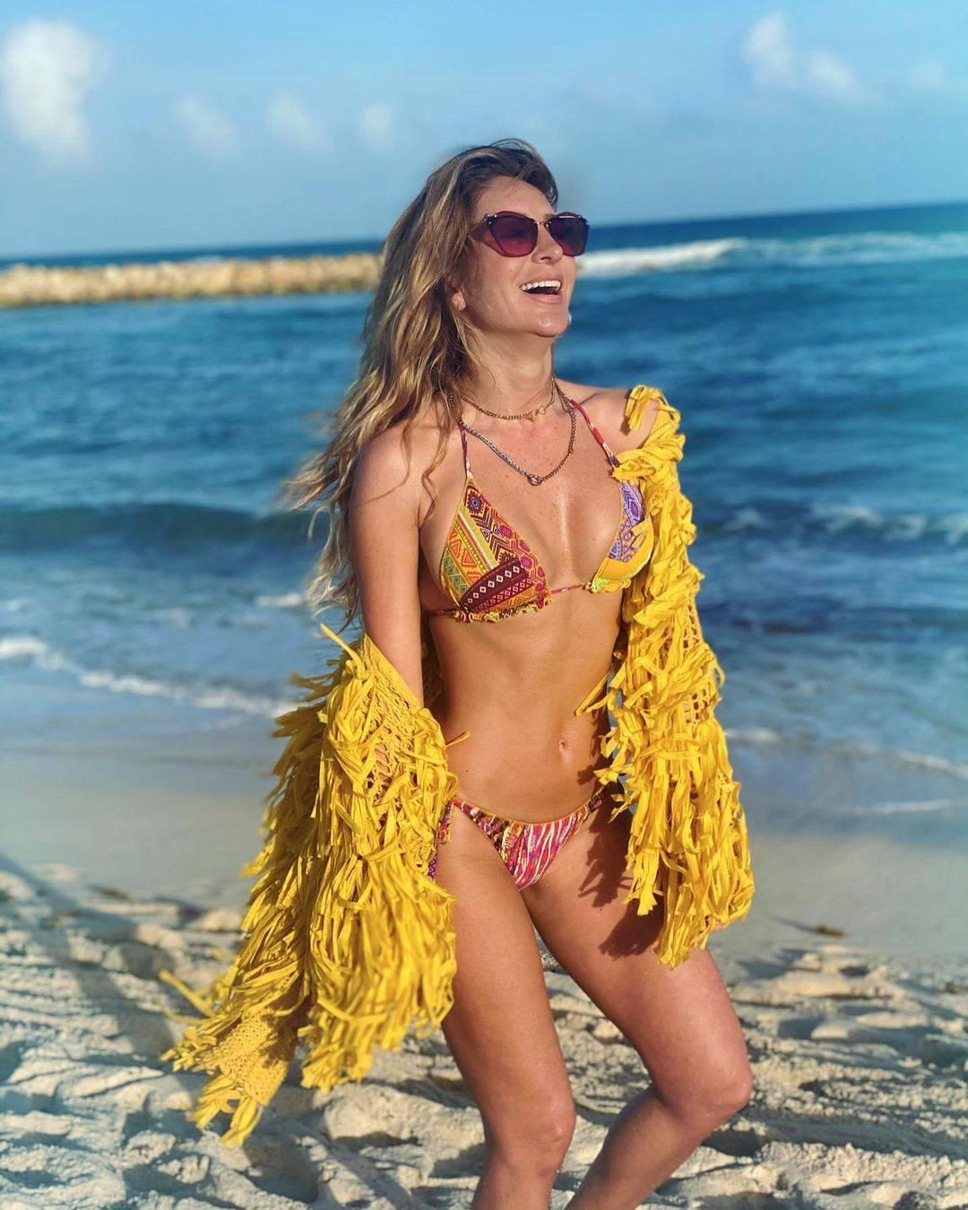 Geraldine Bazán bikini