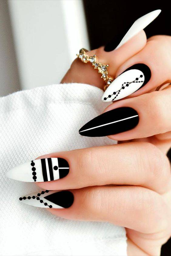 diseños de uñas blanco y negro