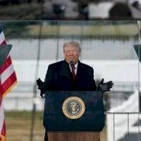 Congresista de Estados Unidos quiere evitar que Trump use armas nucleares