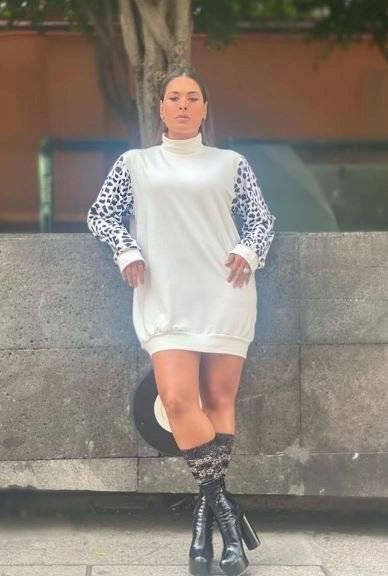 Galilea Montijo luce botas con calcetines