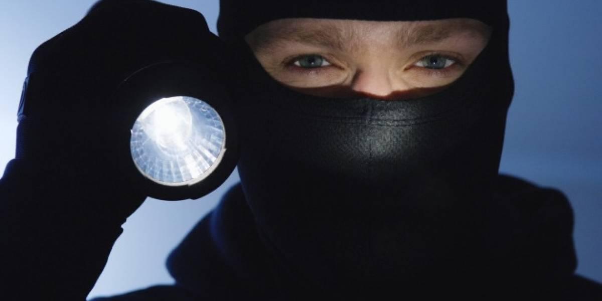 Como de película: ladrones llaman accidentalmente a la policía mientras cometían un robo