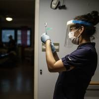 Vacuna de Pfizer parece efectiva contra variantes del coronavirus
