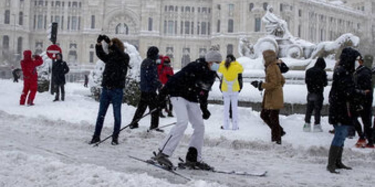 La otra cara de la tormenta Filomena en Madrid: paraliza el tránsito y deja a miles atrapados en autos y estaciones