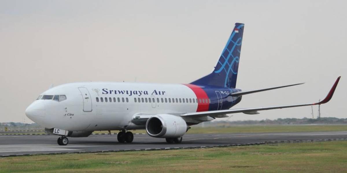 Cayó al mar apenas 13 minutos después de despegar: confirman la tragedia de avión de Indonesia y sus 62 pasajeros