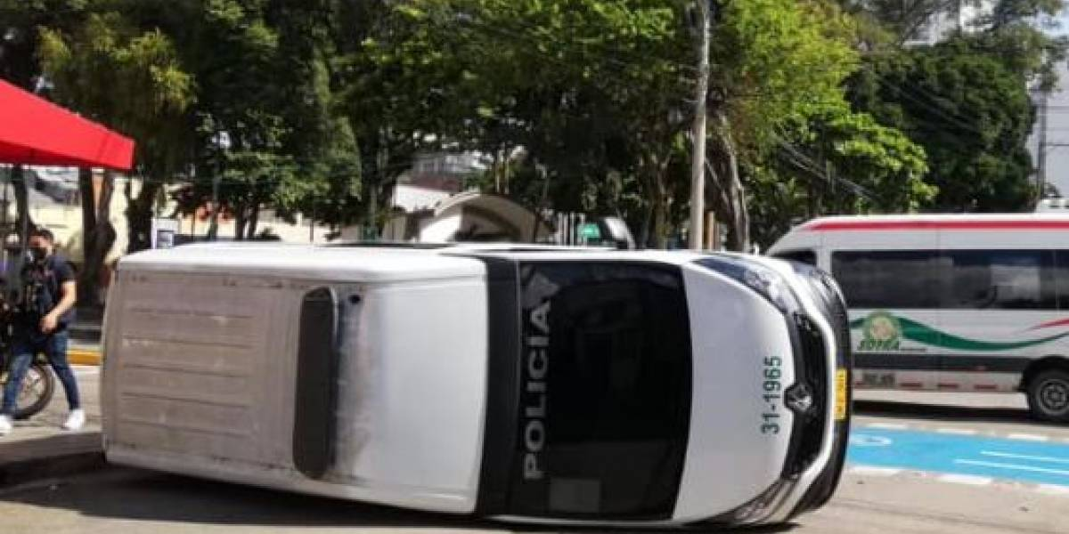 Patrulla de la Policía protagonizó accidente de tránsito