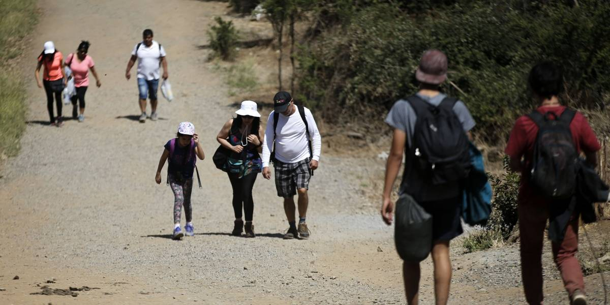 Carabineros detuvo a 53 personas que estaban de picnic en Parque Quebrada de Macul