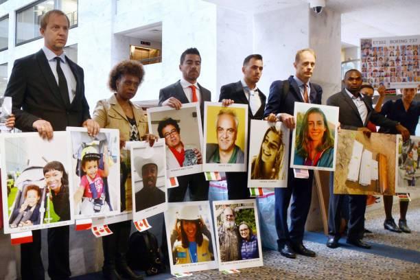 Familiares de las víctimas de los accidentes.
