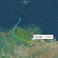 Avião com mais de 60 pessoas sofre queda após decolagem na Indonésia