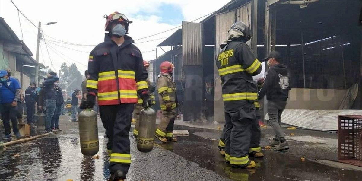 Incendio estructural dentro del mercado Mayorista, sur de Quito; no se registraron víctimas