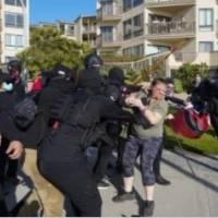 Manifestantes a favor y en contra de Trump se enfrentan en San Diego