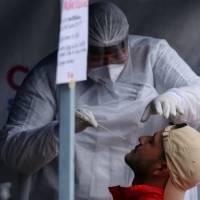 2.560 personas en vigilancia tras confirmar nueva cepa de coronavirus en Ecuador