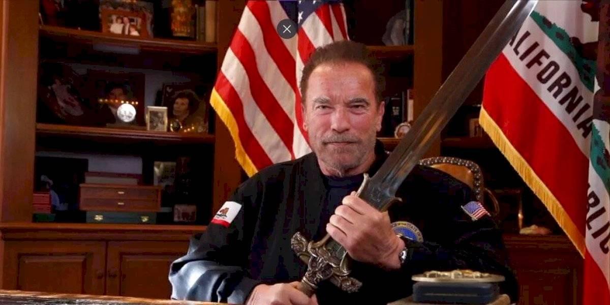 """Arnold Schwarzenegger compara asalto al Capitolio con el nazismo y envía mensaje a Trump empuñando la espada de """"Conan"""""""