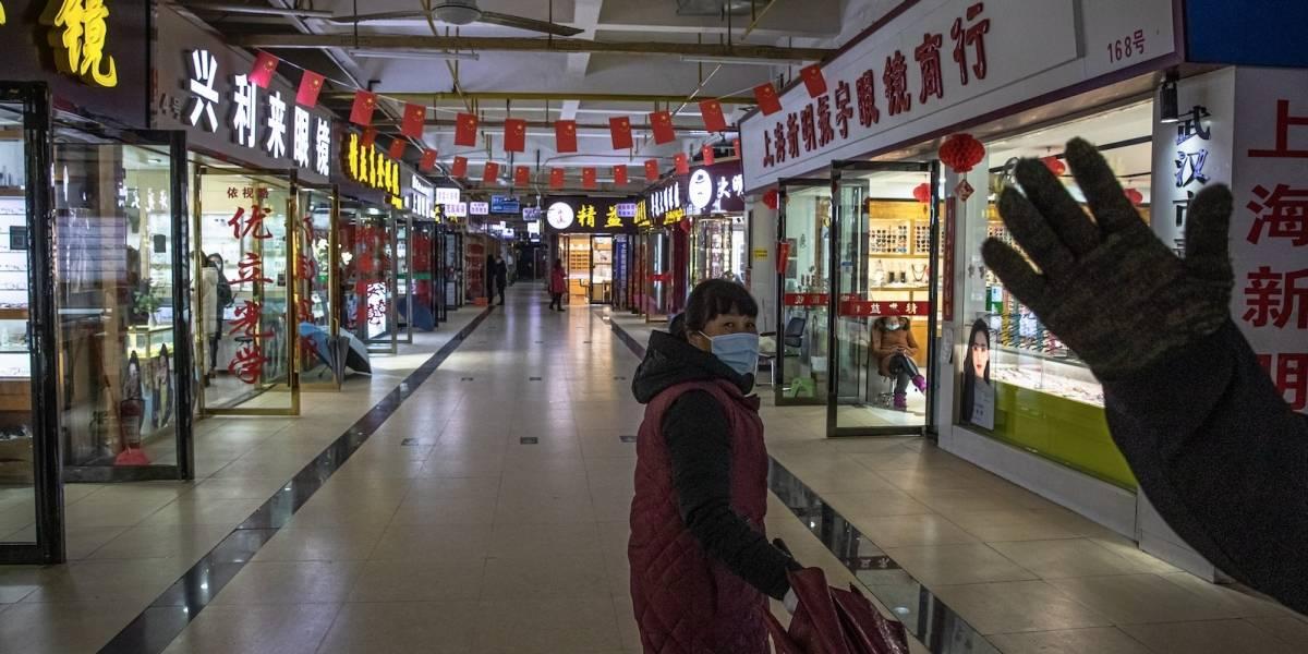 ¿Tuviste COVID-19?, entonces te despido o te pago mucho menos, es la problemática en Wuhan