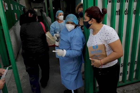 México comenzó la inmunización del personal médico el 24 de diciembre,