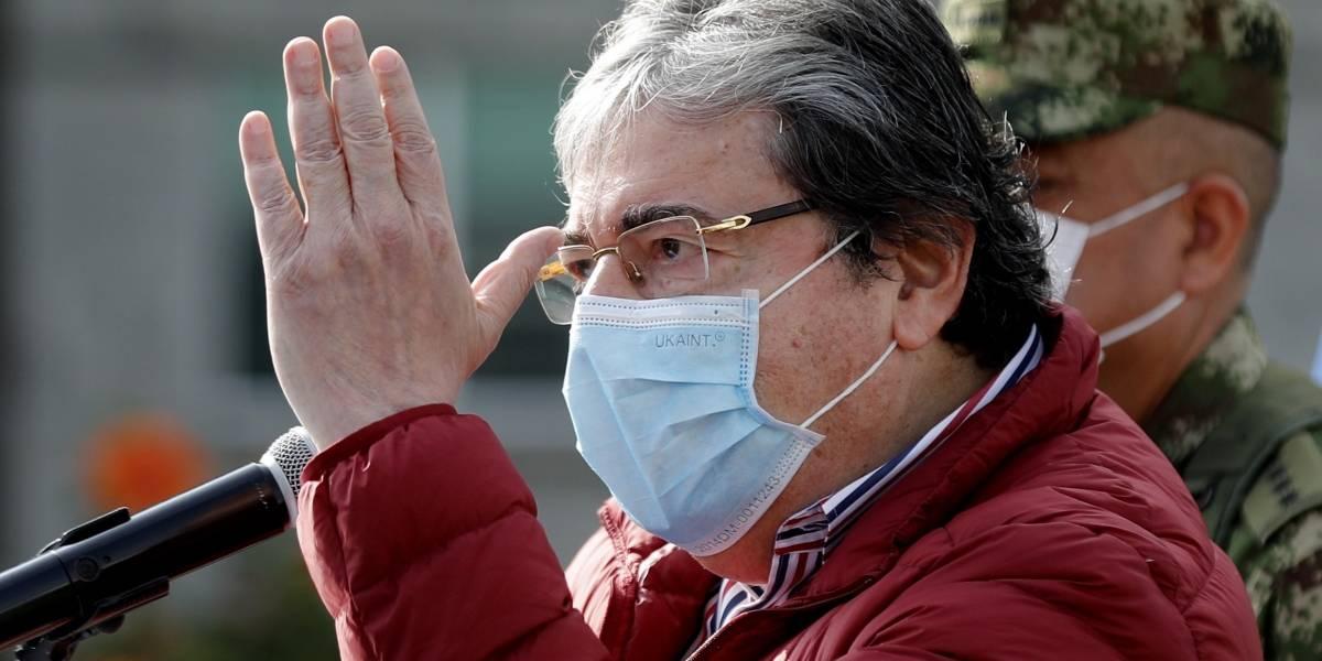 El ministro de Defensa, Carlos Holmes Trujillo, anunció que contrajo el coronavirus