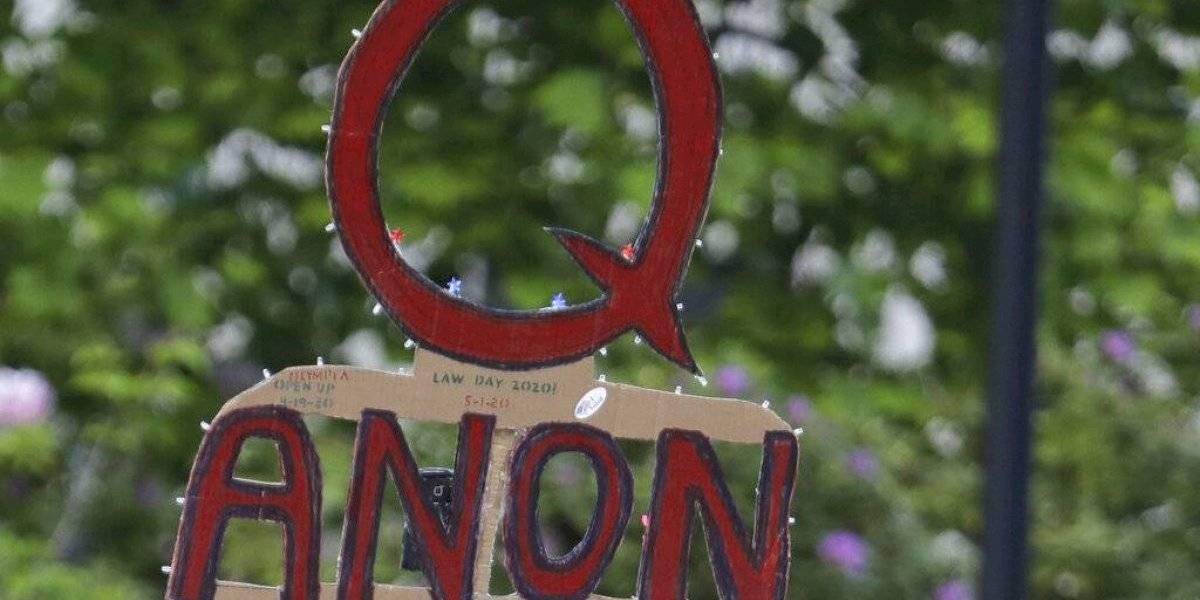 Twitter bloquea más de 70 mil cuentas vinculadas a QAnon