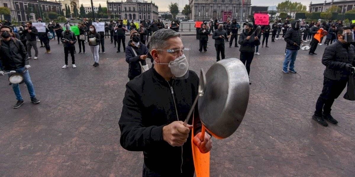 Restaurantes harán 'cacerolazo' diario hasta que permitan reapertura