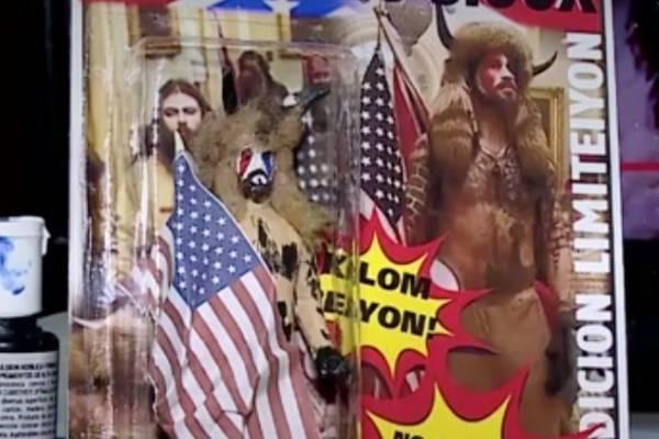 """Para coleccionistas: fabrican juguete del """"vikingo"""" que participó en el asalto del Capitolio de Estados Unidos"""