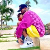 """Hijo menor de Chris Brown hace suspirar a su abuela: """"Él es tan lindo"""""""
