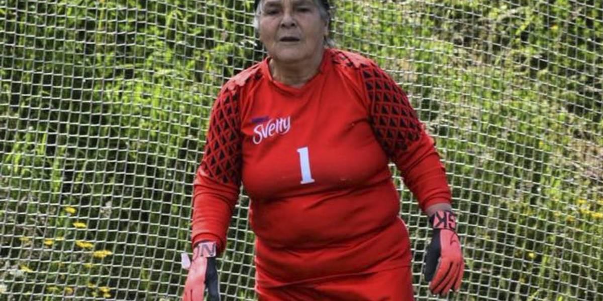Marianela Medina, la portera de 69 años que todos los aficionados aman