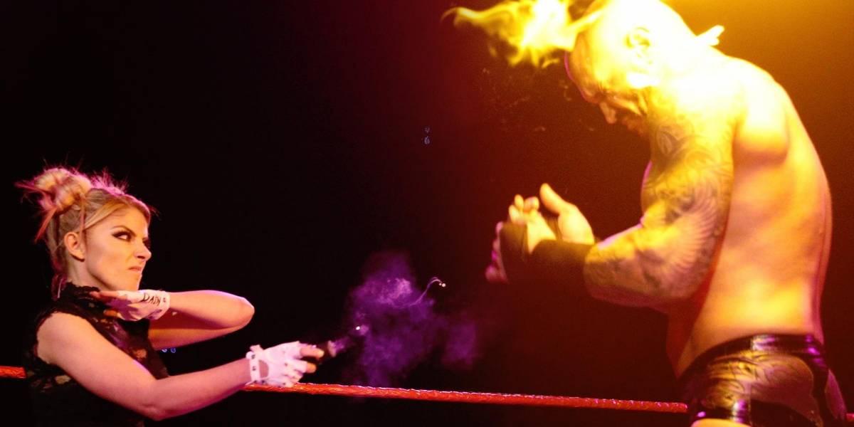 ¡Fuego, fuego, chuchi llama a los bomberos! Alexa Bliss quema a Randy Orton