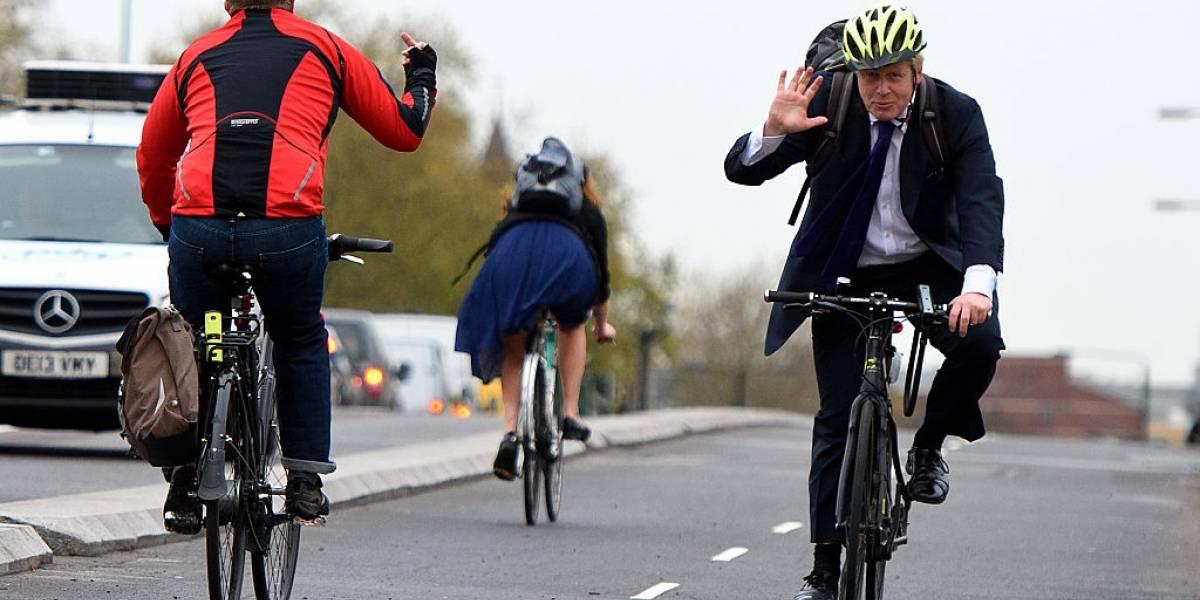 Boris Johnson es duramente criticado tras ser visto en bicicleta en pleno confinamiento del Reino Unido