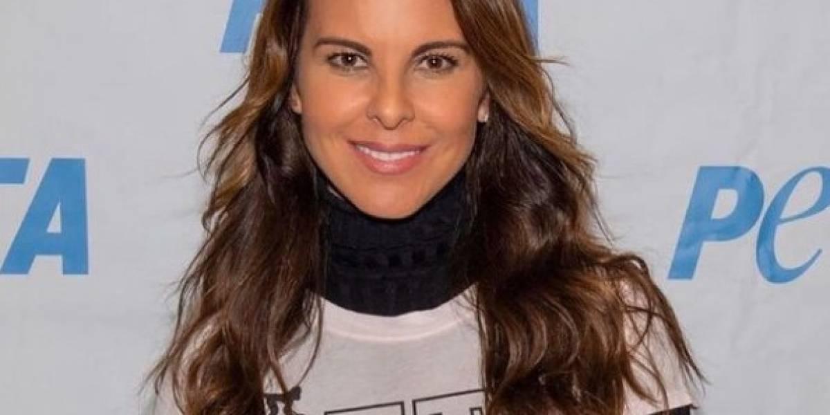 Kate del Castillo impone tendencia con jean tie dye y top estilo cazador
