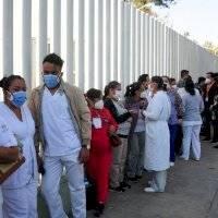 Vacunación de personal de salud acabará en enero, afirma AMLO
