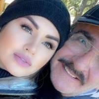 """Con unas vacaciones y flores, Vicente Fernández Jr y su novia la """"Kim Kardashian mexicana"""" celebran sus 9 meses de noviazgo"""