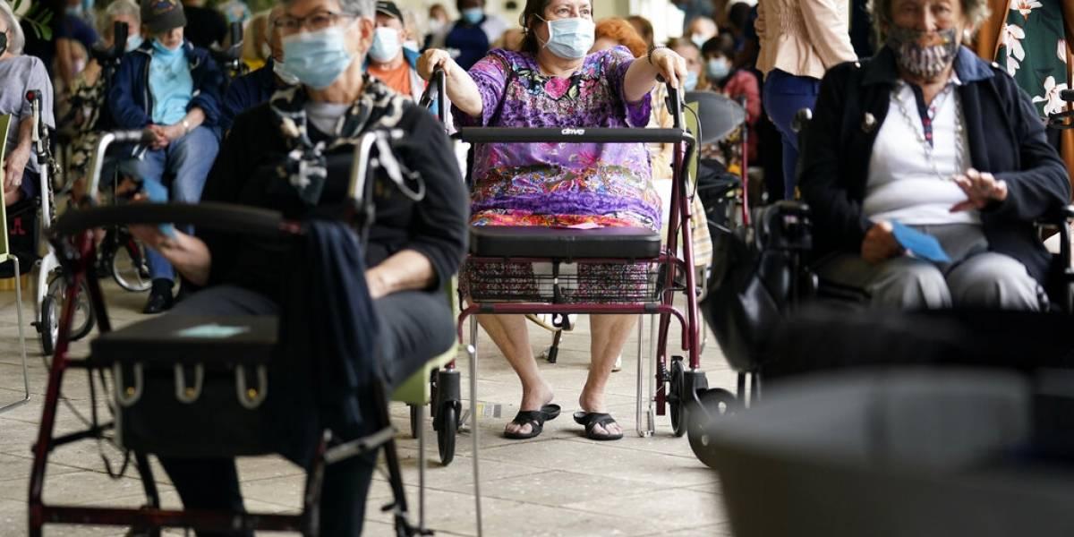 Florida rechaza rumores de que turistas están viajando al estado a vacunarse