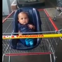 Vídeo: bebê é esquecido em carrinho do supermercado em Santa Catarina