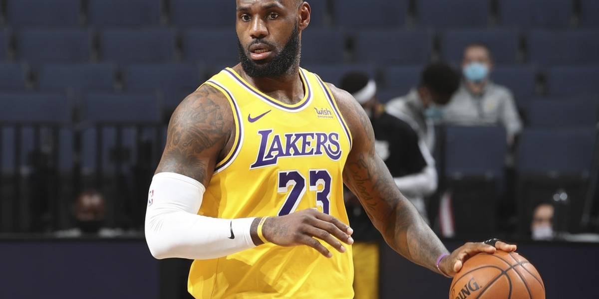 ¡Es el Rey! LeBron anota tiro imposible a lo Jordan, y vuelven las comparaciones