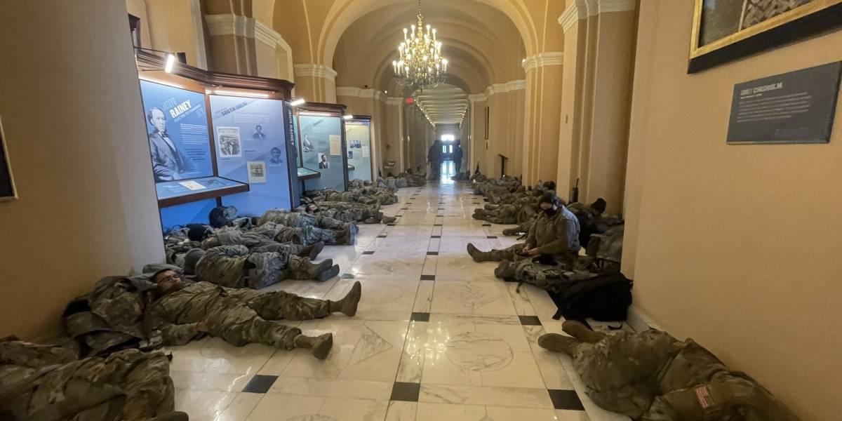 Captan a la Guardia Nacional durmiendo dentro del Capitolio federal