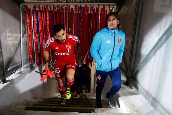 """Johnny Herrera la tiene clara: """"Si me preguntan quién tiene que agarrar la Selección digo Sebastián Beccacece"""""""