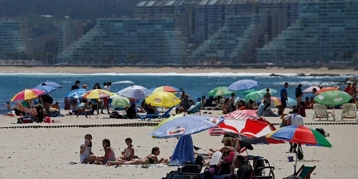 El virus golpea al verano: 4.177 casos nuevos de covid-19 y 90 fallecimientos