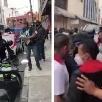 Elementos policiacos se enfrentan con comerciantes en la Ciudad de México