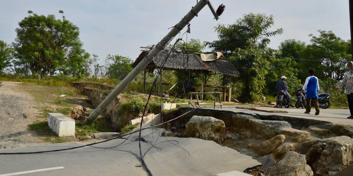 Potente sismo en Indonesia deja 35 muertos y más de 600 heridos