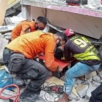34 muertos y más de 600 heridos tras terremoto en Indonesia