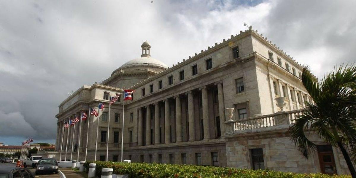 Dimes y diretes e imputaciones de no conocer el reglamento durante sesión senatorial