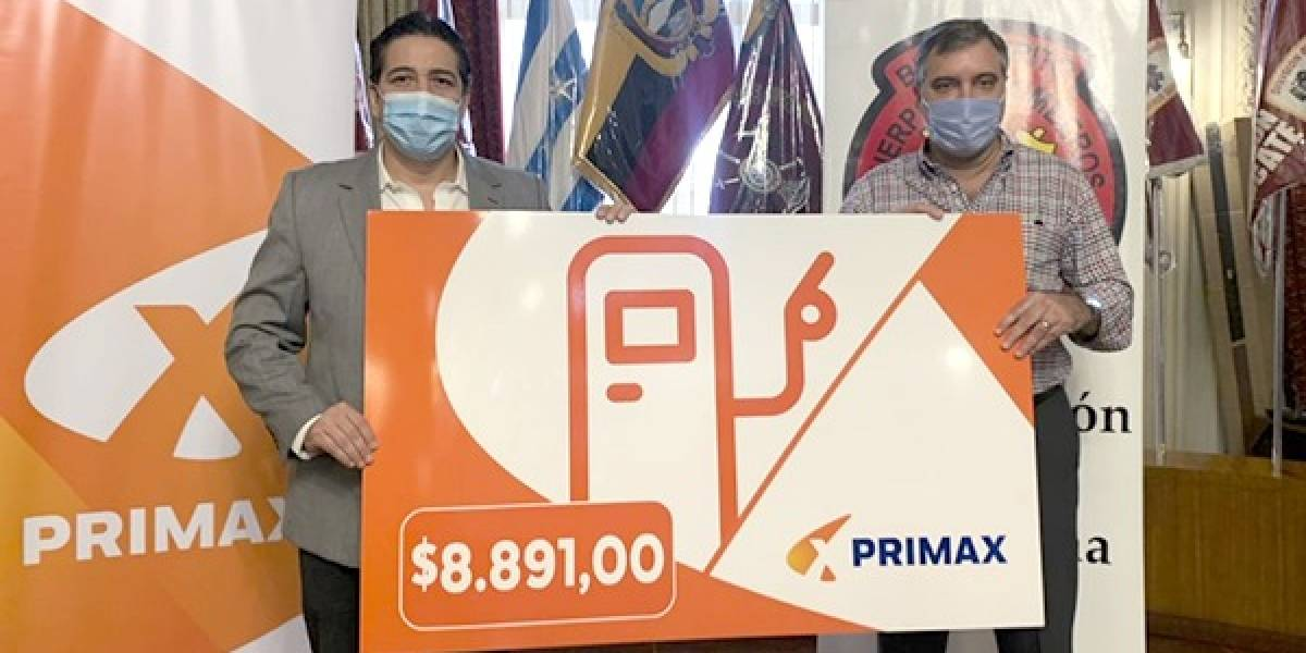 Primax entrega crédito de consumo de $8.891 a Bomberos de Guayaquil
