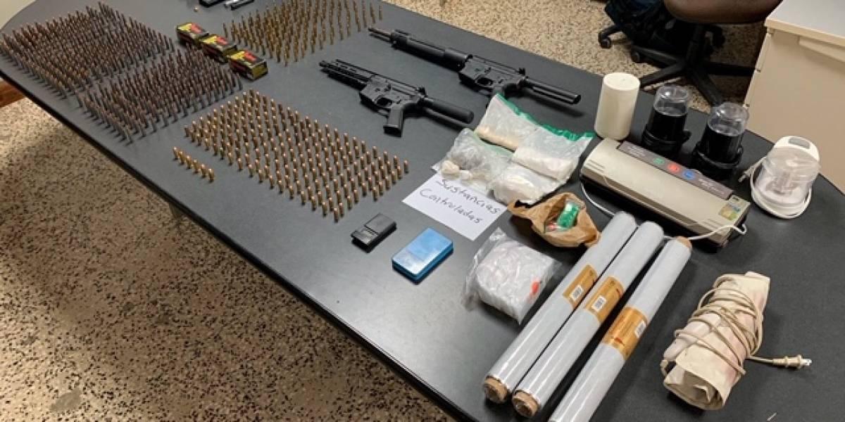 Operativo policial ocupa armas, cientos de balas y drogas en el residencial Luis Llorens Torres