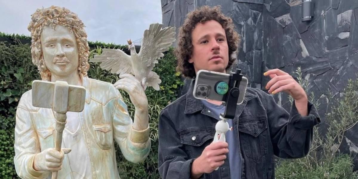"""Talento de Ecuador para el mundo"": Luisito Comunica, cautivado con estatua suya que le hizo un artista ecuatoriano"