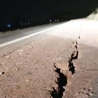 Impactantes imágenes del terremoto en Argentina: conductor graba el instante en que la carretera se parte en dos