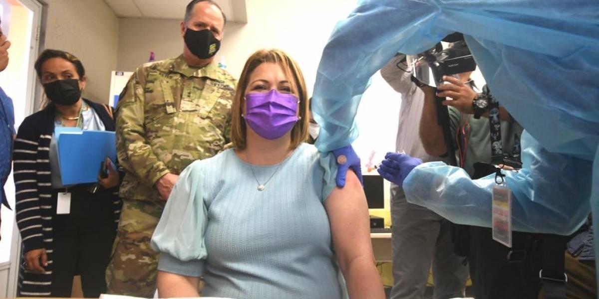 Gobierno da inicio a la vacunación masiva de personal escolar
