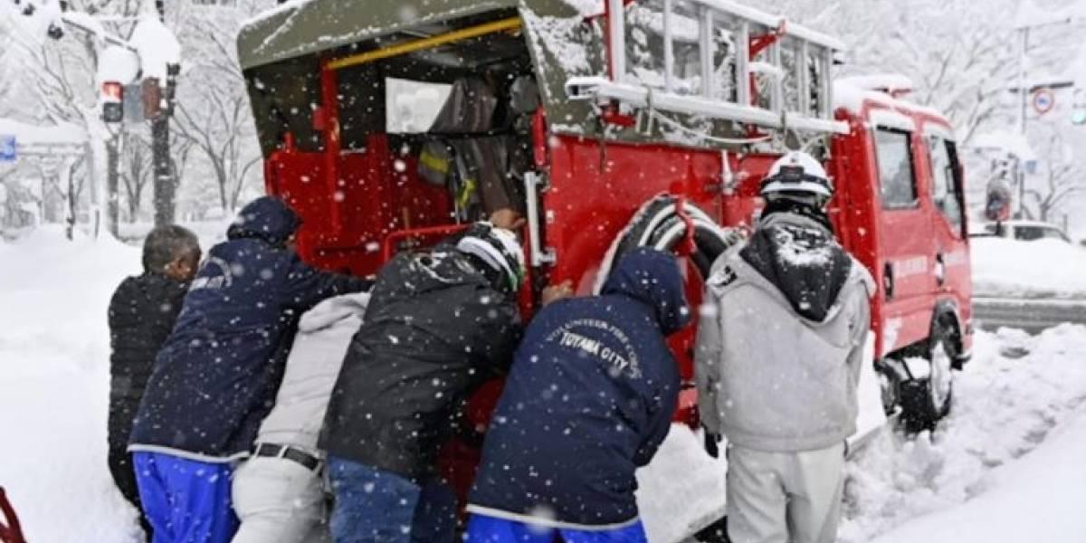 Las nevadas en Japón causan un accidente con unos 140 vehículos