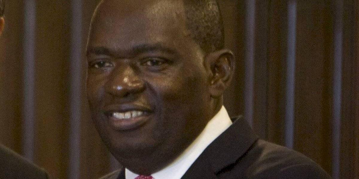 Canciller de Zimbabue muere tras contagiarse de COVID-19