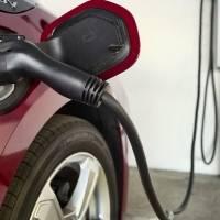Coches eléctricos: crean batería que se recarga tan rápido como un tanque de gasolina