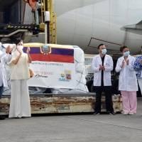 """""""Hoy Ecuador da el primer paso para pensar en futuro"""": Vicepresidenta recibió primeras dosis de la vacuna de Pfizer en Quito"""
