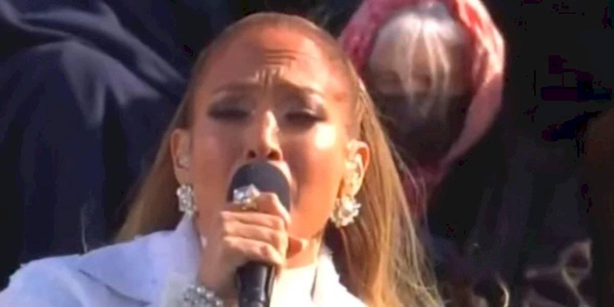 'Una nación en libertad y justicia para todos', grita en español Jennifer Lopez en toma de protesta de Biden